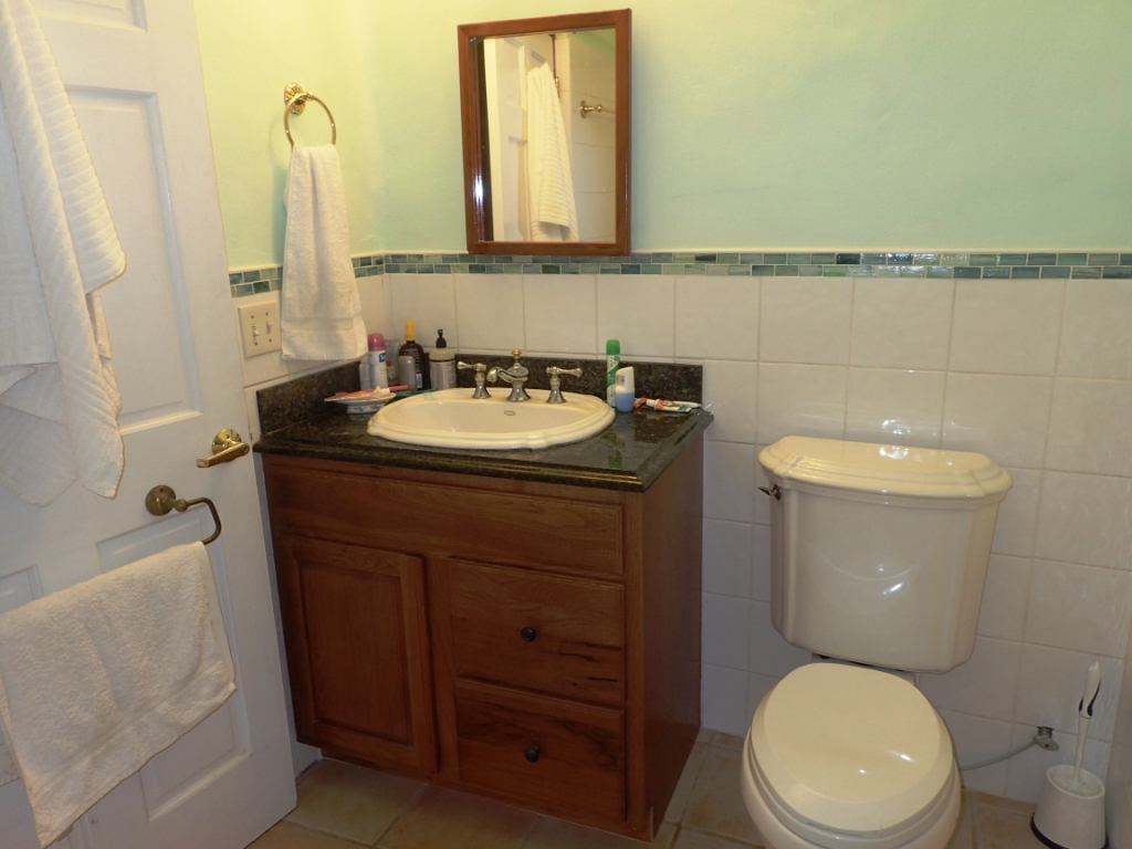 Bathroom of Bermuda Vacation Rental-one bedroom unit
